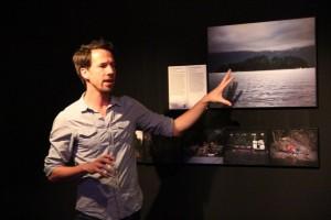 Ofrece Erik de Kruijf recorrido por exposición de World Press Photo