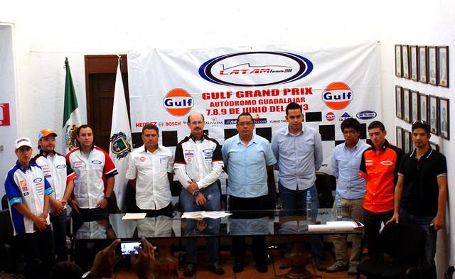 """Banderazo oficial al """"Gulf Grand Challenge"""" de LATAM F2000 en Guadalajara"""