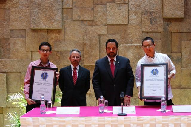 Entregan Secretario de Turismo el Distintivo H a Residencia para Adultos Mayores