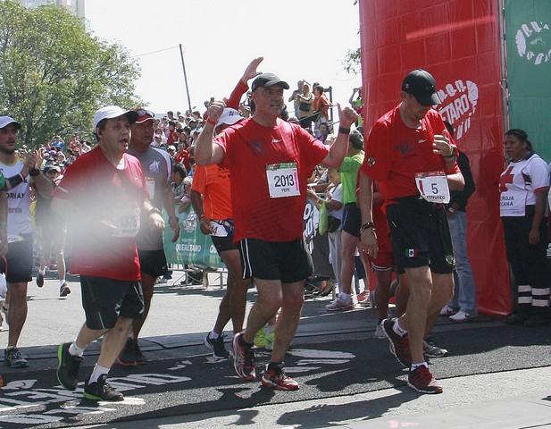 Participa el Gobernador del Estado en el Querétaro Maratón 2013