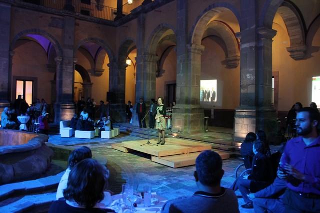Realiza IQCA brindis de fin de año con la comunidad artística