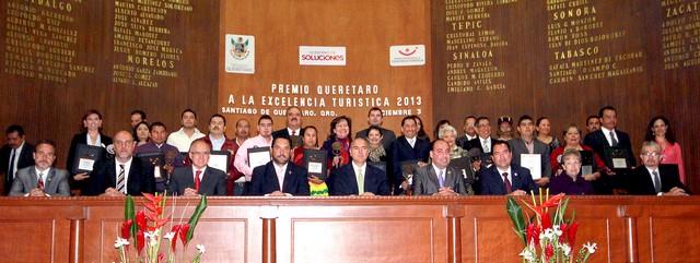 Entrega el Gobernador del Estado el Premio Querétaro a la Excelencia Turística 2013