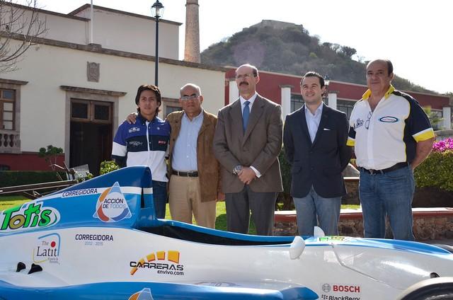"""Se presentó la escudería """"MPH Racing – Acción de Todos Corregidora"""" en el LATAM F2000"""