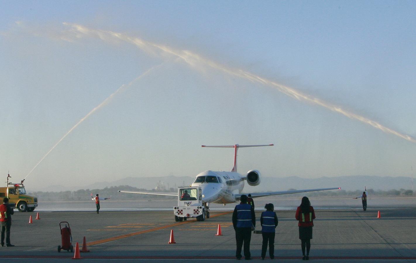 Inaugura el Secretario de Desarrollo Sustentable el Primer Vuelo de TAR Aerolíneas