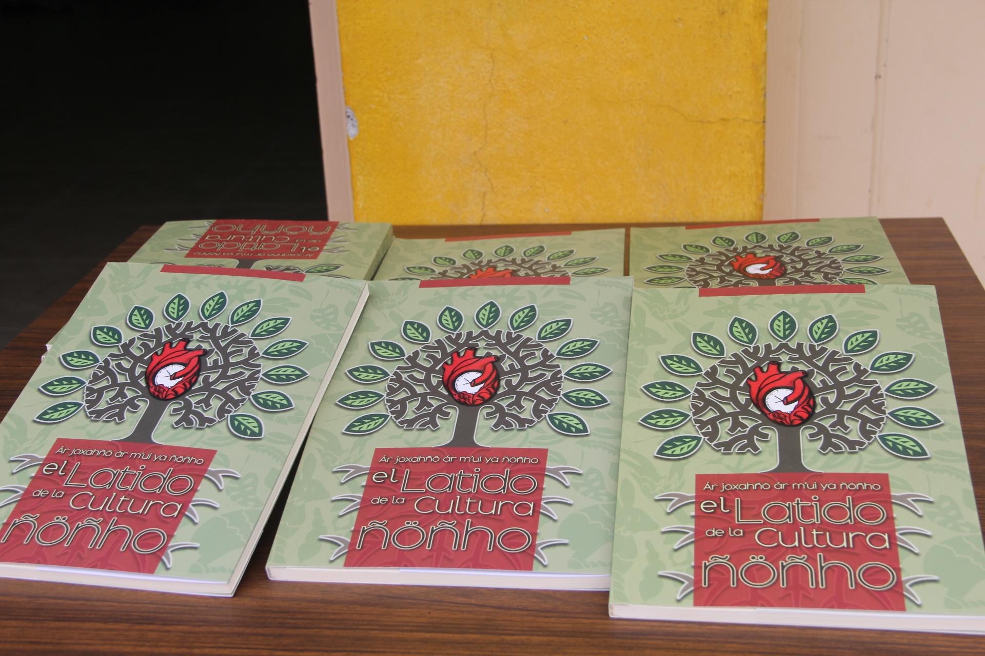 """Presentan el libro """"El latido de la cultura Ñöñho"""""""