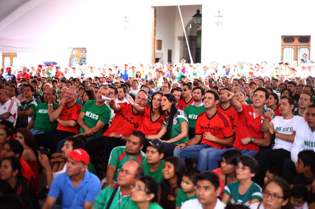 Pepe Calzada y Familia - Mexico vs Brasil 2014
