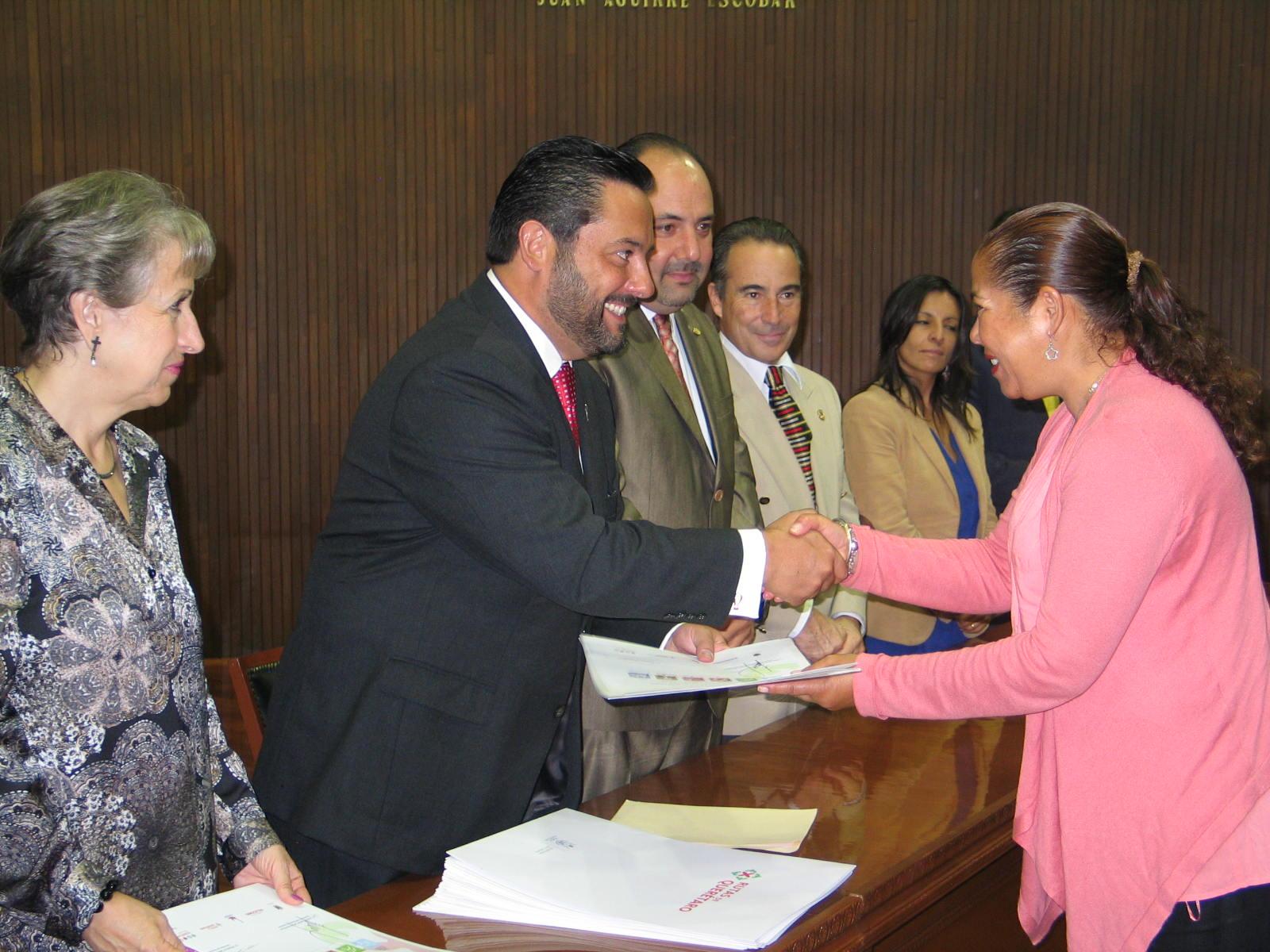 Entrega Secretario de Turismo distintivos de Rutas de Querétaro y presenta Central de Reservas