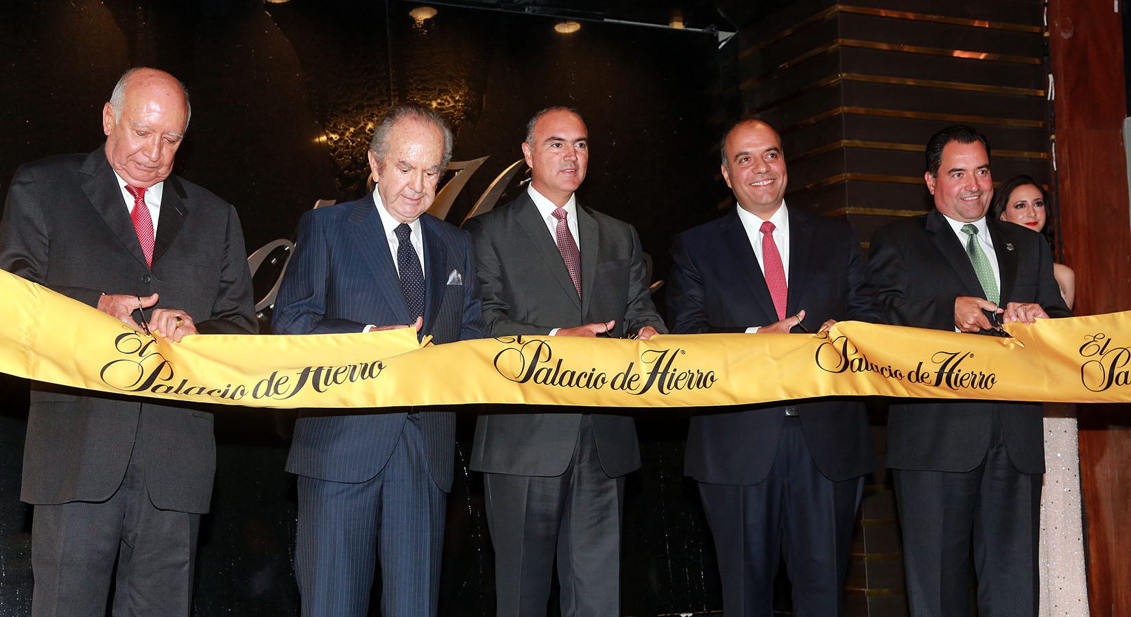 El Gobernador José Calzada inaugura El Palacio de Hierro en Querétaro