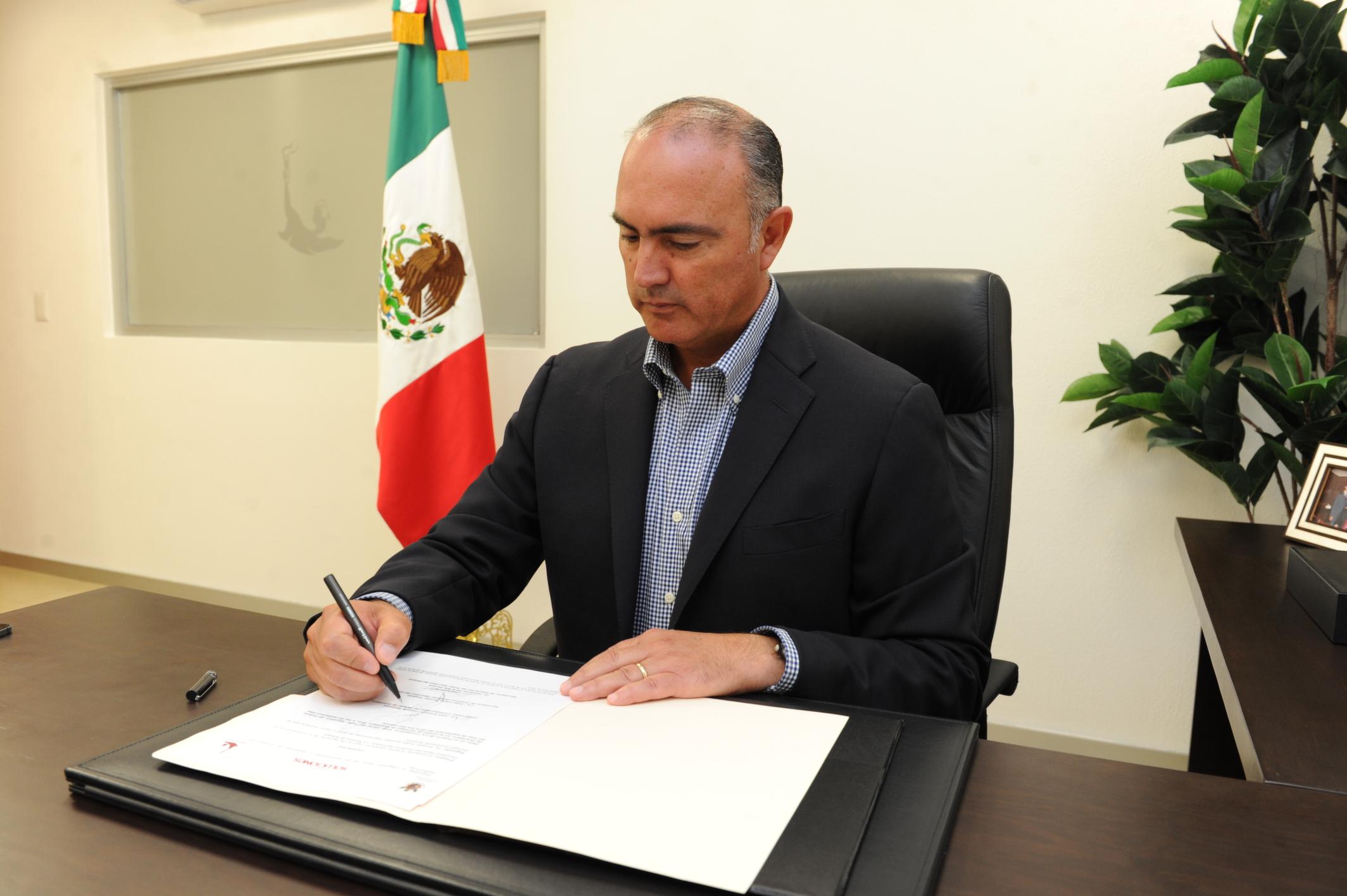Firma el Gobernador del Estado la Institucionalización del Querétaro Maratón