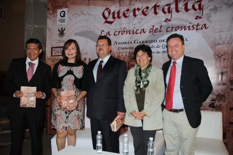 """Presenta Andrés Garrido del Toral su libro """"Queretalia"""""""