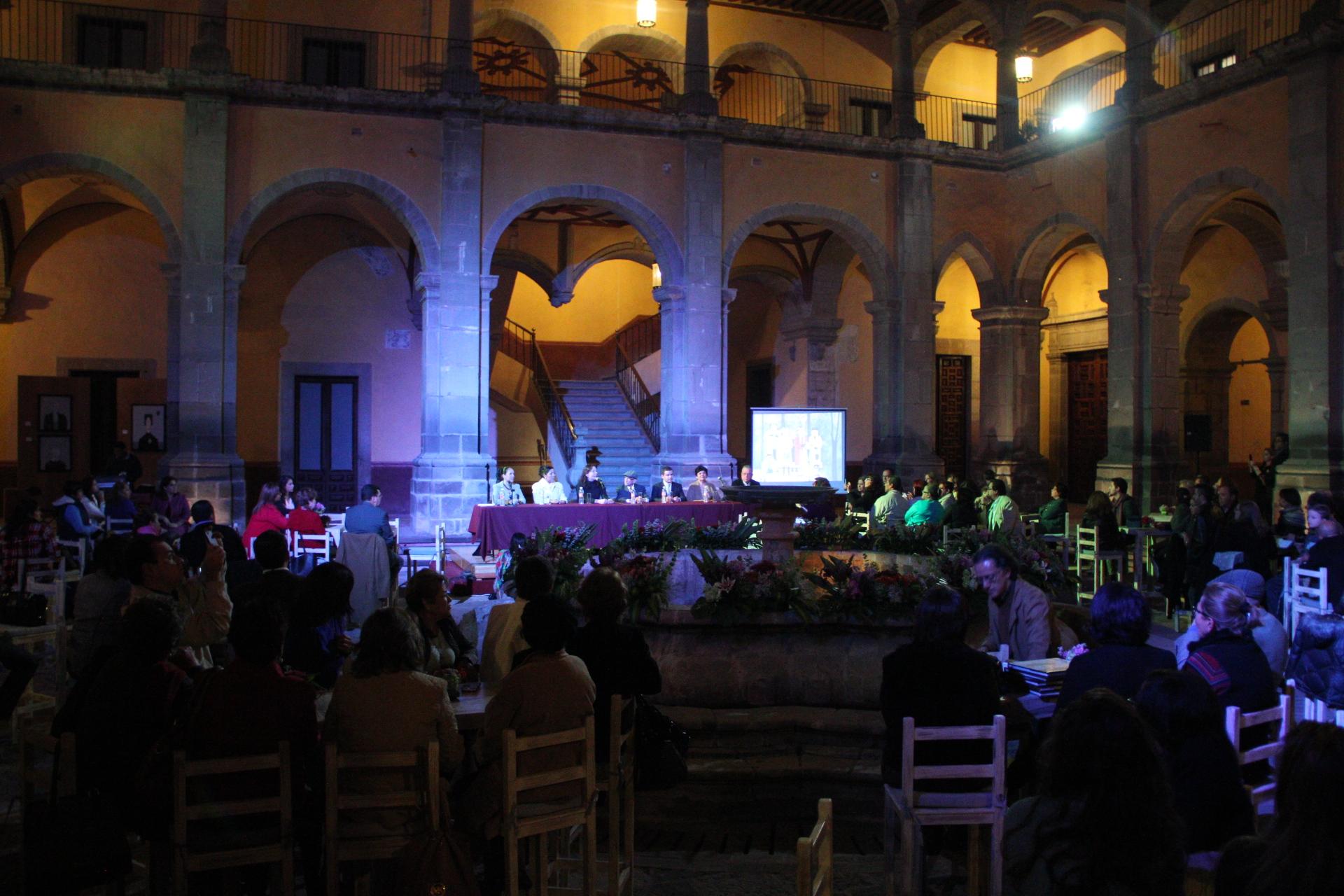 Asiste Directora General del IQCA a presentación del libro Restituto Rodríguez-Surrealista
