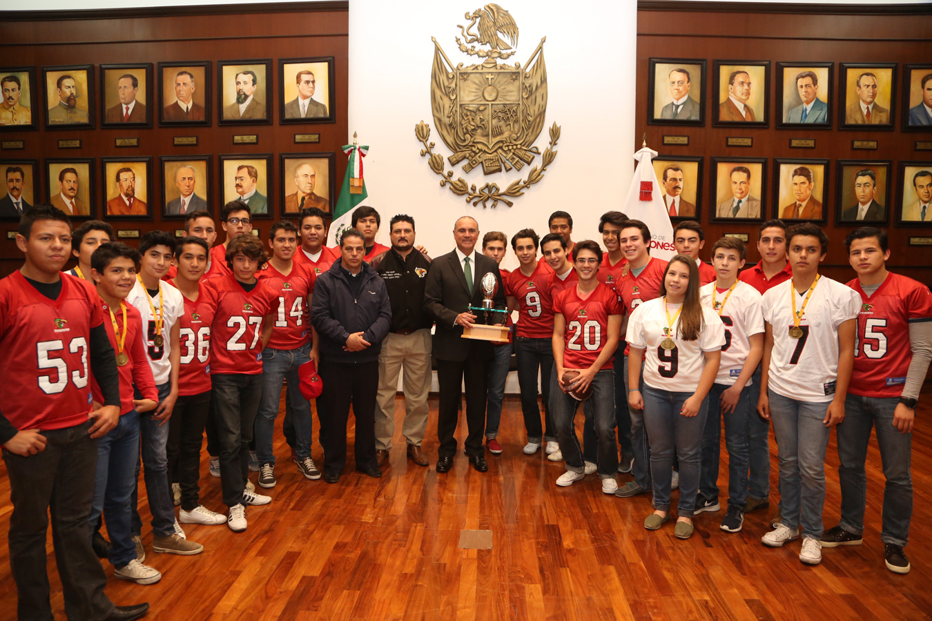 Se reúne el Gobernador del Estado con integrantes del equipo Patriotas de football americano