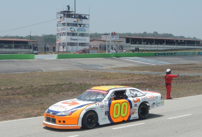 En franco ascenso Rodrigo Marbán en la NASCAR México