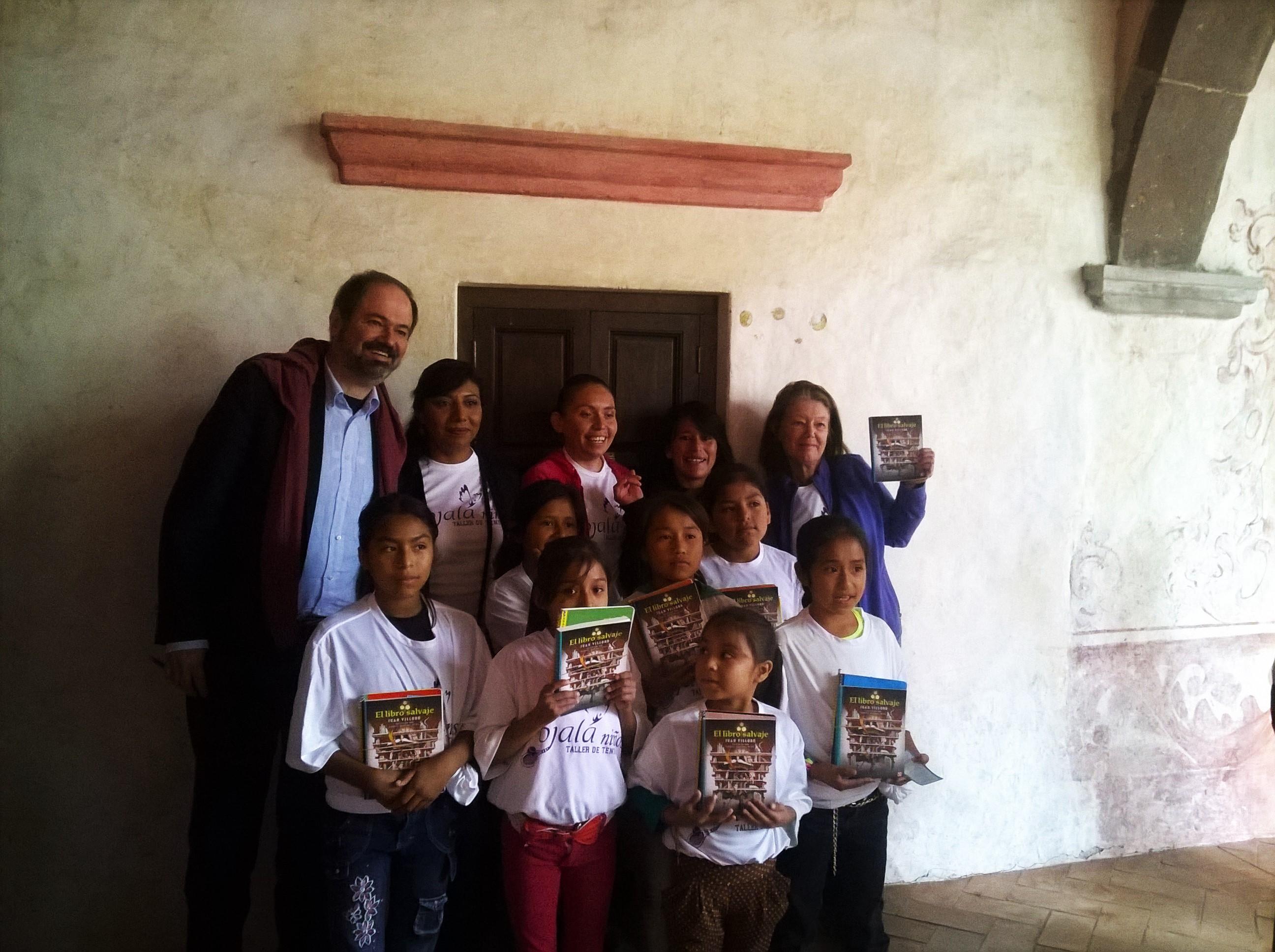 600 niños en el campo reciben El Libro Salvaje y Conversan con Juan Villoro