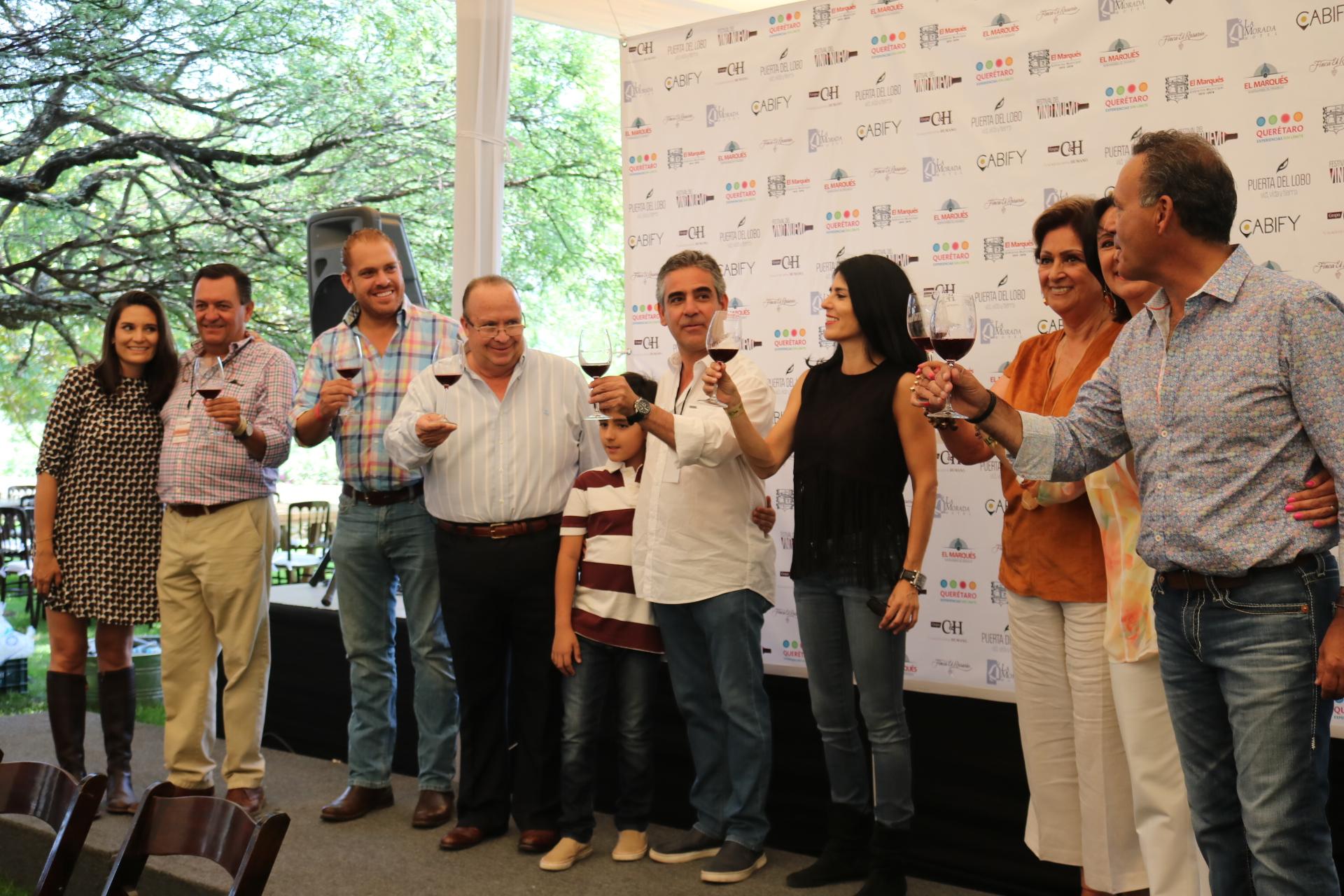 Inaugura Hugo Burgos Festival del Vino Nuevo