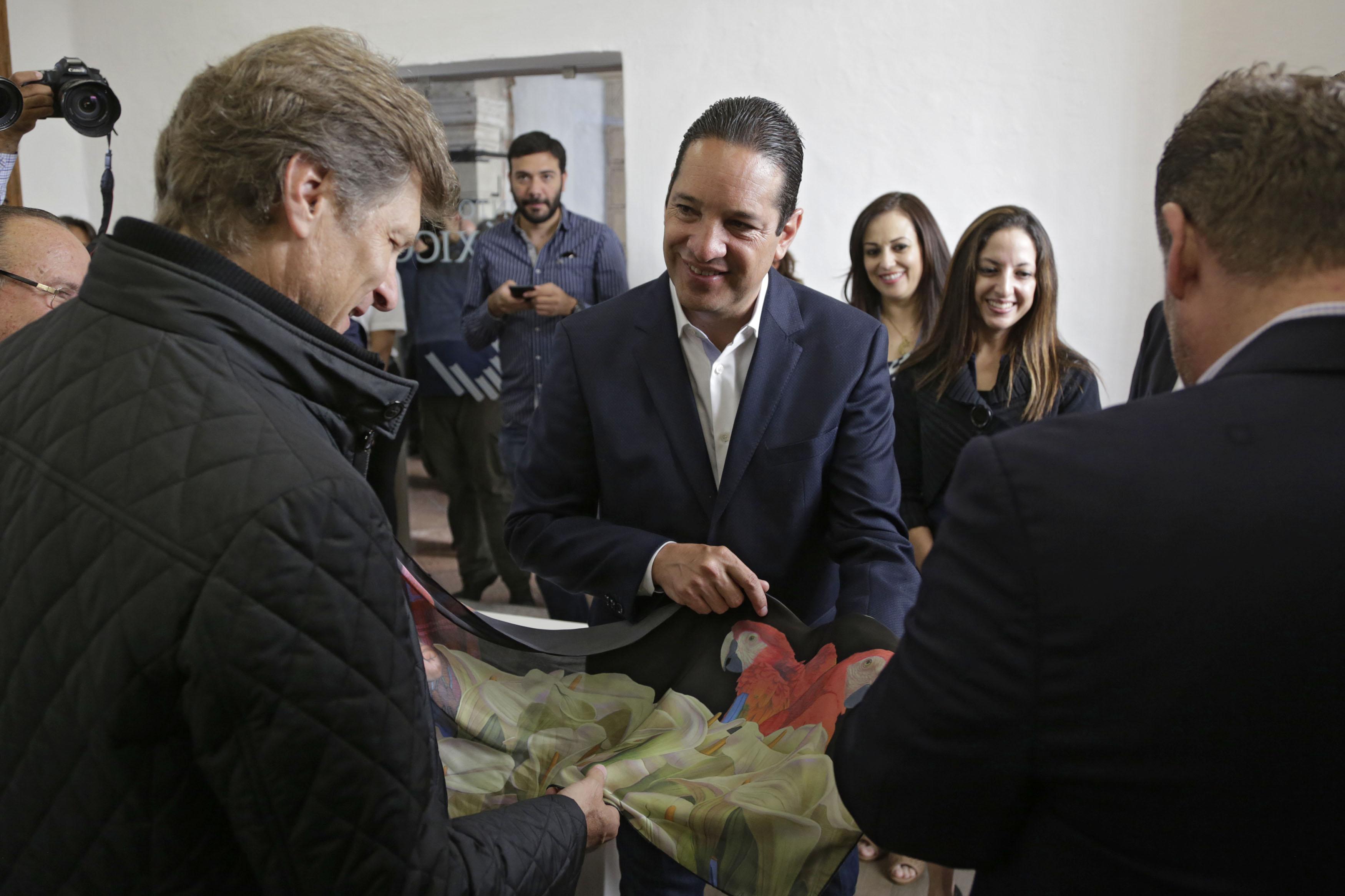 Inaugura el gobernador del estado la oficina punto m xico for Oficinas adolfo dominguez madrid