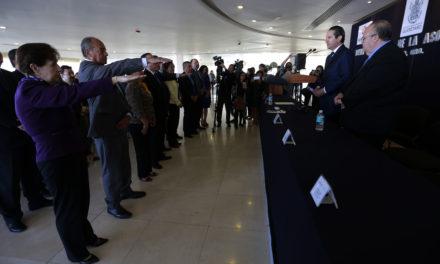 Gobernador de Querétaro toma protesta a la Asociación Queretana de Hoteleros